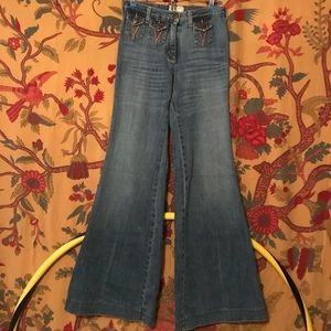 Unique bell bottoms with three pockets